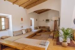 Lounge - Corgas Bravas