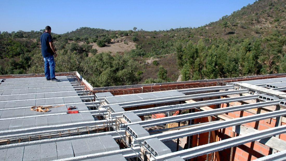 Construction at Wild View Retreat Corgas Bravas Faro Portugal