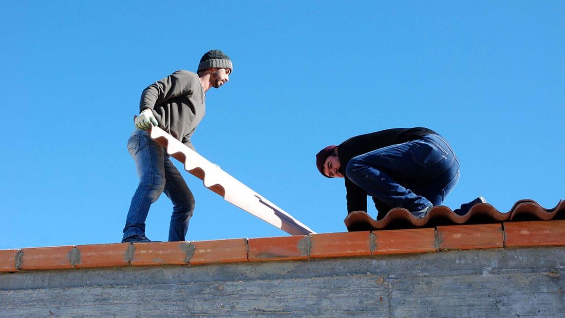 Wild View Retreat yoga studio putting on the roof Corgas Bravas
